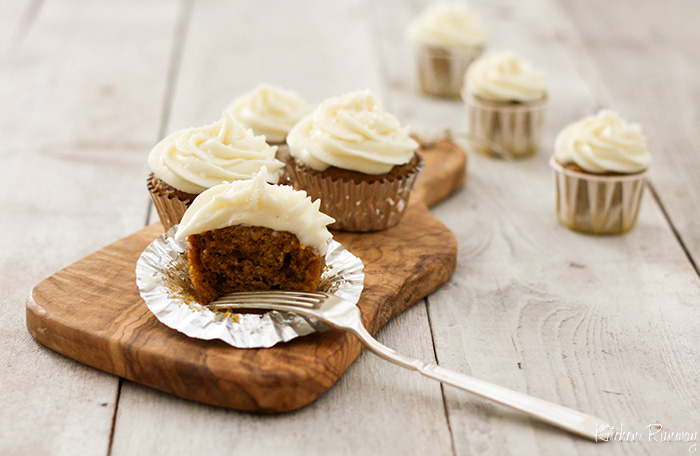 pumkin cupcakes with cream cheese frosting